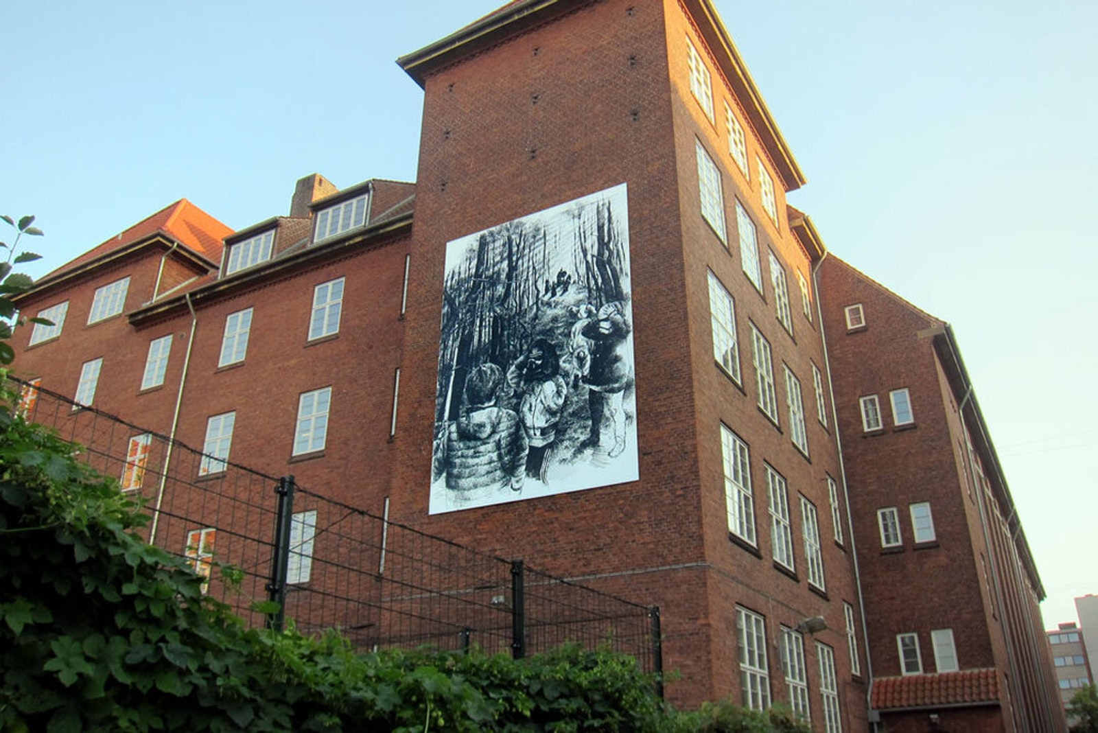 Large scale mural by Thomas Pålsson at Vesterbro Ny Skole in Copenhagen